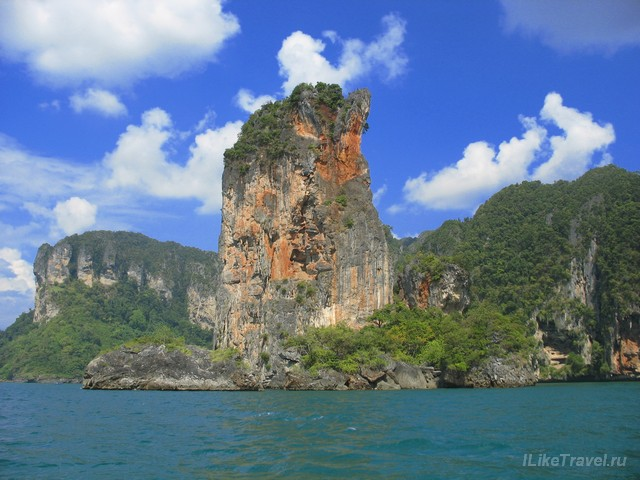 Скалы по дороге на пляж Railay, провинция Краби, Таиланд